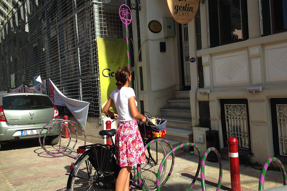 Bisiklet dostu kentlere doğru İzmir'den bisiklet park yeri hikayesi