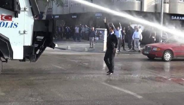Diyarbakır Hak İnisiyatifi Furkan Vakfı'na yönelik polis müdahalesine tepki gösterdi