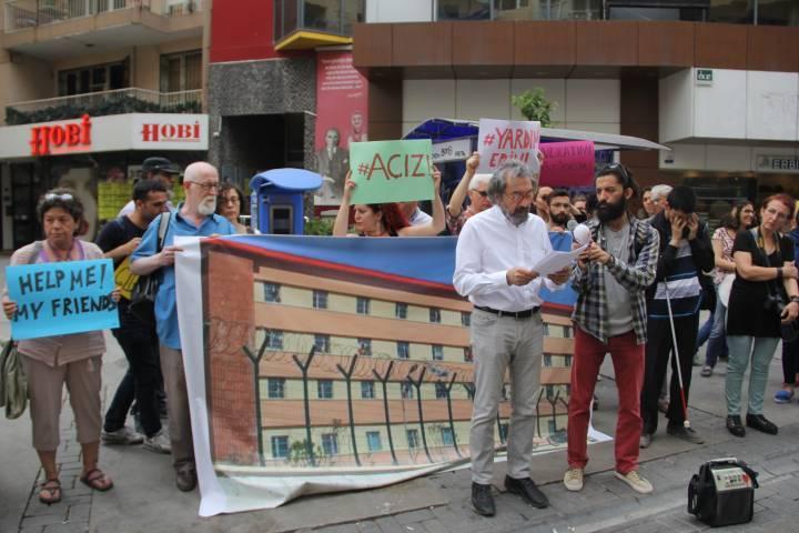 İzmir'deki sivil toplum kuruşları soruyor: Harmandalı Geri Gönderme Merkezi'nde neler oluyor?