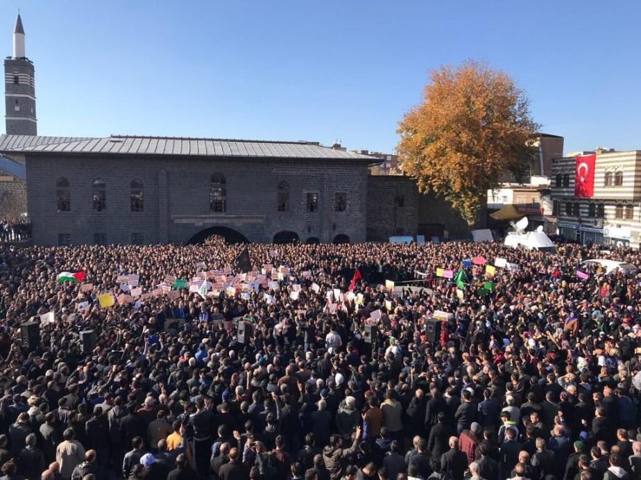 """Diyarbakır Ulu Cami'de Kudüs için """"Öfke Cuması"""""""