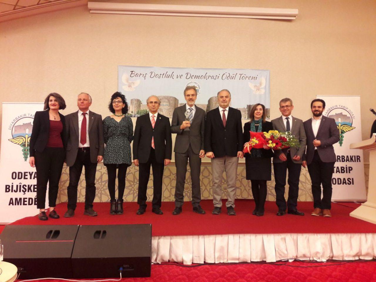 Tabipler Birliği'ne Diyarbakır'dan Barış, Dostluk ve Demokrasi Ödülü