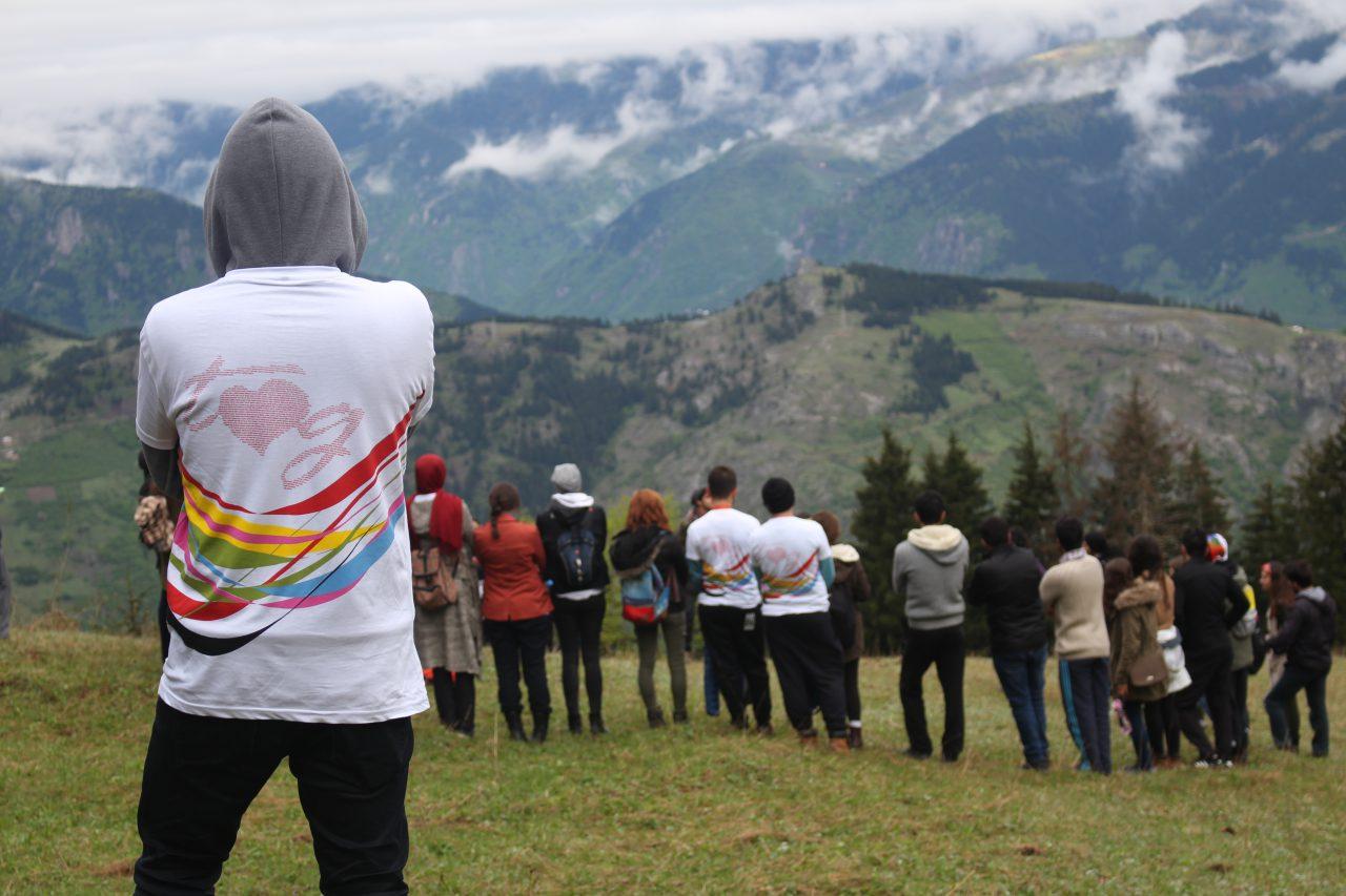 """""""Gençlik Çalışmasının Toplumsal Katılıma Etkisi"""" Araştırması: Geleneksel Katılım Biçimleri Dönüşüyor"""