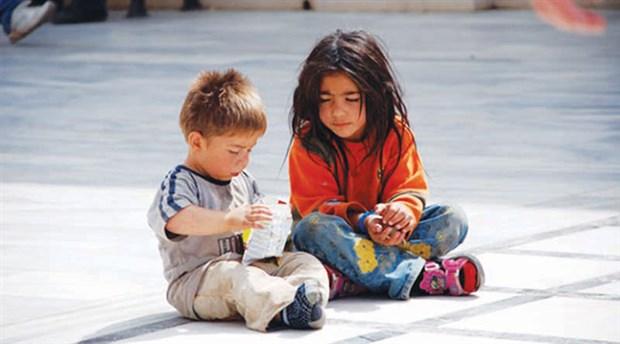 'Türkiye'de Şiddetli Maddi Yoksunluk İçinde Yaşayan Çocuk Sayısı Arttı'