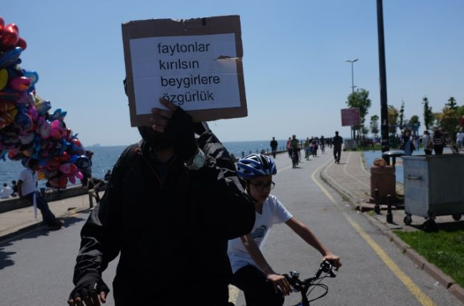 don-kişot-bisiklet-kolektifi-faytonlar-kırılsın-beygirlere-özgürlük-3.jpg