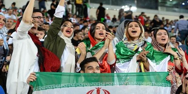 2018 Dünya Kupası: İran'da ilk kez stadyuma alınan kadınlardan çok sayıda sosyal medya paylaşımı