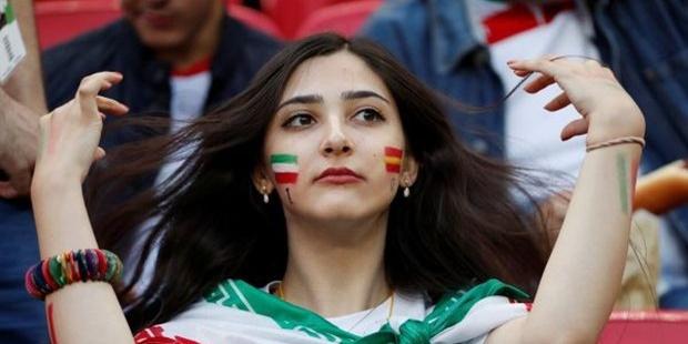 """İran'dan """"İslami Kıyafet"""" İtirafı: Zor Kullanmak Sonuç Vermiyor"""