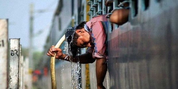 İklim Değişikliğinin Yol Açtığı Aşırı Sıcaklar, Yağış, Sel Ve Toprak Kayması Asya'da En Az 371 Kişiyi Öldürdü