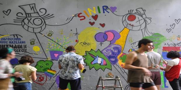 Onur Haftası'nda Duvarlar da Renklendi