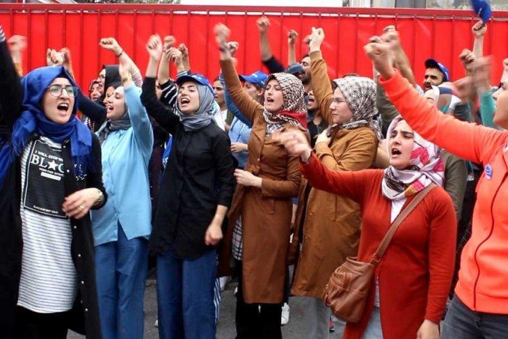 Flormar Direnişi: Artan İşçi Kadın Eylemleri Neyi Gösteriyor?