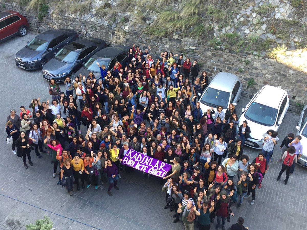 Kadınlar Birlikte Güçlü: Birbirimizi Hatırlamak ve Birlikte güçlenmek İçin Bir Alan