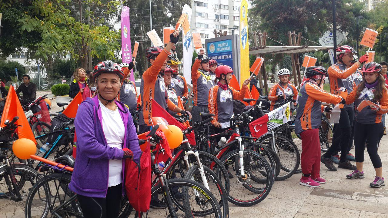 Mersin'de 25 Kasım Yürüyüşleri: Ekonomik Özgürlük, Laiklik, Kadın Bakanlığı Talebi