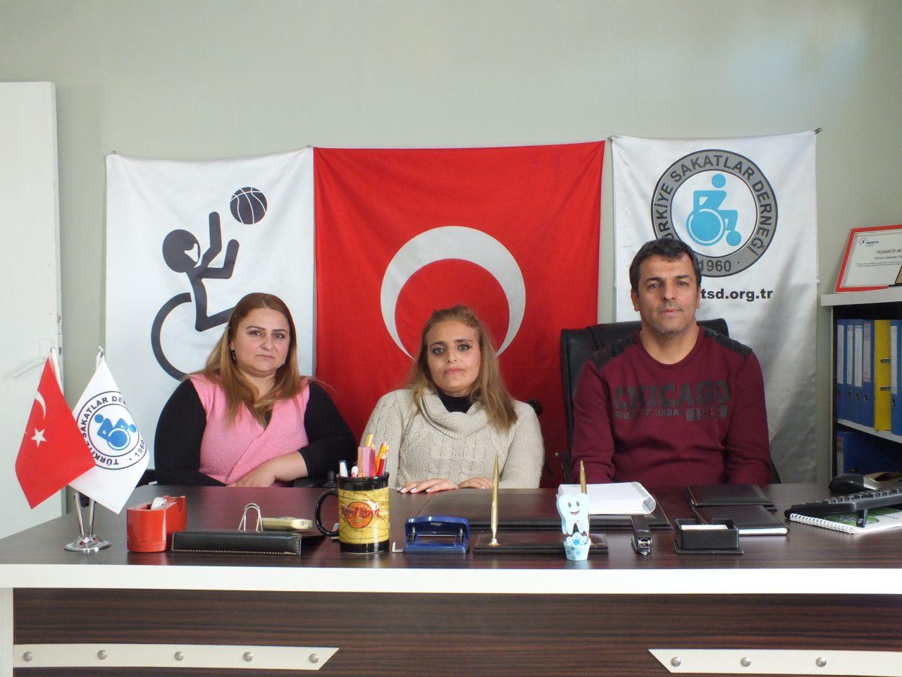 Engelliler Yerel Yönetimlerden Adil Hizmet Beklerken Katılım ve Söz Hakkına Hazırlanıyor