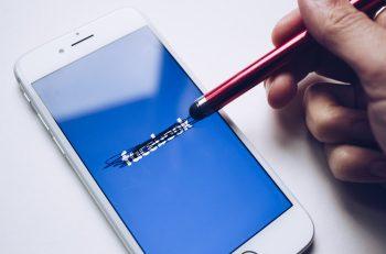 Facebook 15 Yaşında: Çok Bilinmeyenli Bir Kutlama