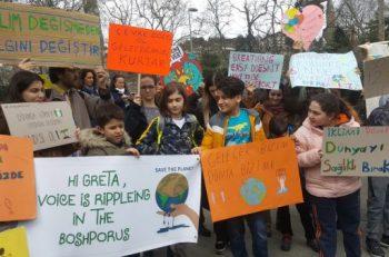 Çocuk Aktivistler İklim İçin Okul Grevinde Buluştu