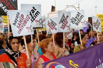 Kadınların 'Ekmek ve Gül' Mücadelesi Her Yerde!