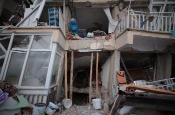 Elazığ'daki Depremde Arama Kurtarma Çalışmaları Sürüyor