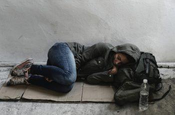 """Afet Günlerinde Dezavantajlı Gruplar: """"Evdekal""""mak için Ev Gerek"""
