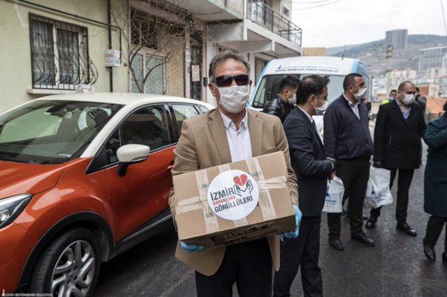 İzmir gönüllüleri