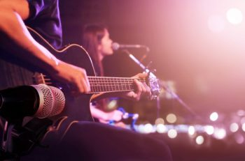 Dijitale Hapsolan Dünyada Müzik: Online Konserler Çare Olabilir mi?