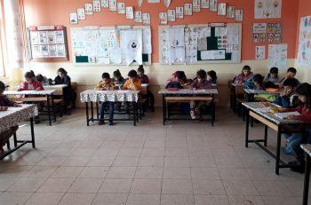 Köy Okulunda Öğretmen Olmak: <br> Kısıtlı İmkanlarıyla Harikalar Yaratan Öğretmenlerin Hikayesi