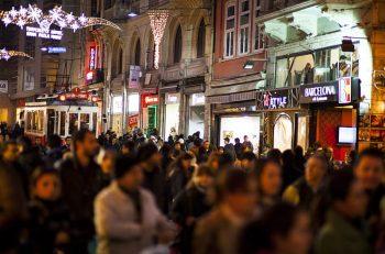 MAD, Beyoğlu'na Ses Oluyor: Yıkılmadım Ayaktayım