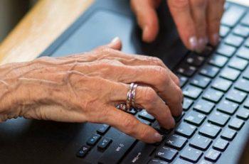 """""""Yaşlıların Dijital Dönüşüm Alanına Katılmaları Teşvik Edilmeli!"""""""