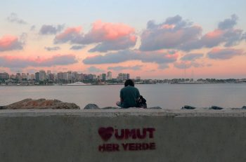 """Türkiye'de Gençlerin İyi Olma Hali Araştırması: """"Gençlerin Yaşam Memnuniyeti Giderek Azalıyor"""""""