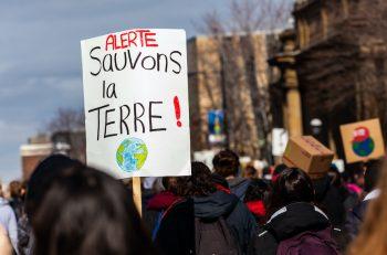 """İklim Davasında Karar: """"Fransa Devleti İklim Değişikliğiyle Mücadeledeki Yetersizliğin Yükümlüsü"""""""
